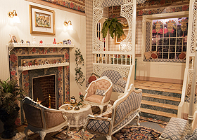 Exhibits At The Great American Dollhouse Museum And